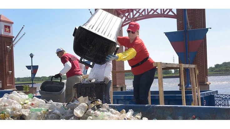 Coca-Cola helps with Mississippi River cleanup