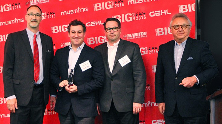 Gehl presents Top Dealer Award