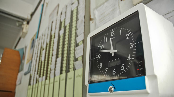 US judge strikes down federal overtime rule