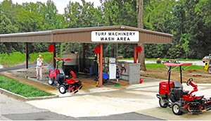 Golf course wash pads and washing systems for maintenance facilities