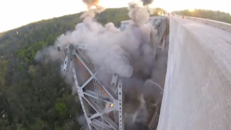 Crews have difficulty bringing down Ohio bridge