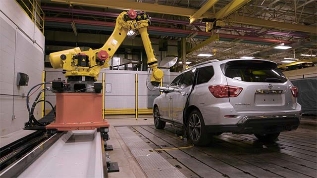 Nissan uses Fanuc robot for door-slam testing (Video)