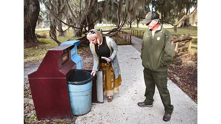 Organizations clean up parks during government shutdown