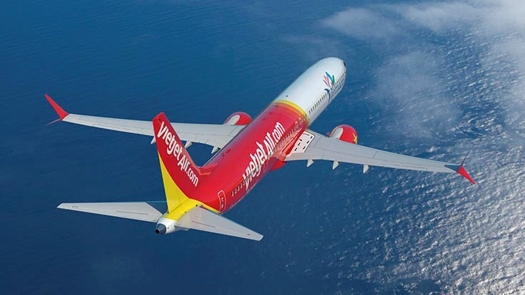 Two Vietnamese airlines order 100 Boeing 737 MAX, 10 787s