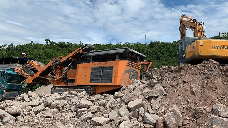 Rockster mobile crusher plays crucial role for new customer in Chongqing, China